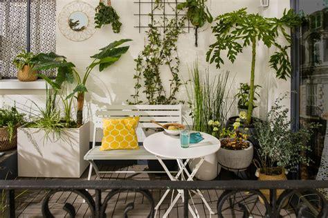 Un Salon De Jardin En Imitation Rotin