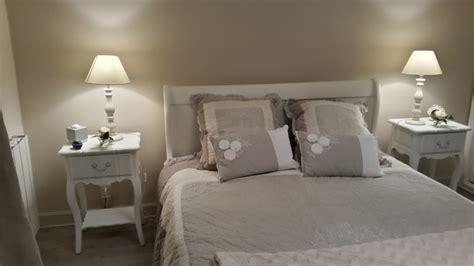chambre blanc et taupe chambre romantique meuble en fête