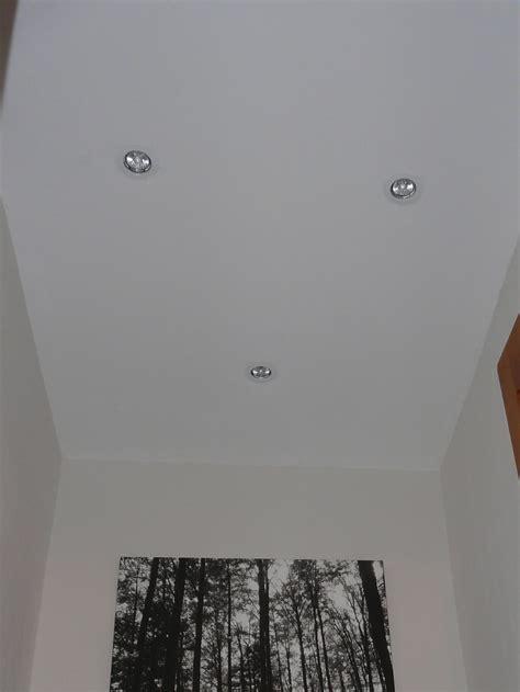 un bureau dans le salon toilettes plafond photo 2 4 peu d 39 intérêt à laisser
