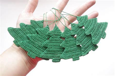 christmas tree decorations to crochet christmas decorating