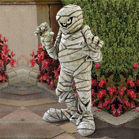 garden mummy statue  green head