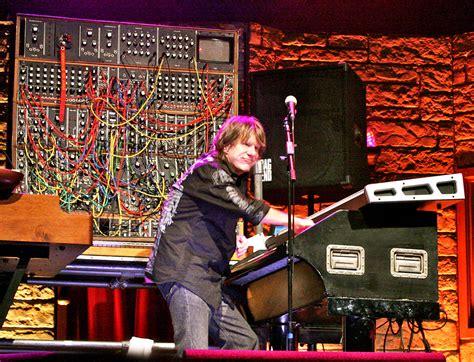 legendary keyboardist keith emerson dies  suspected