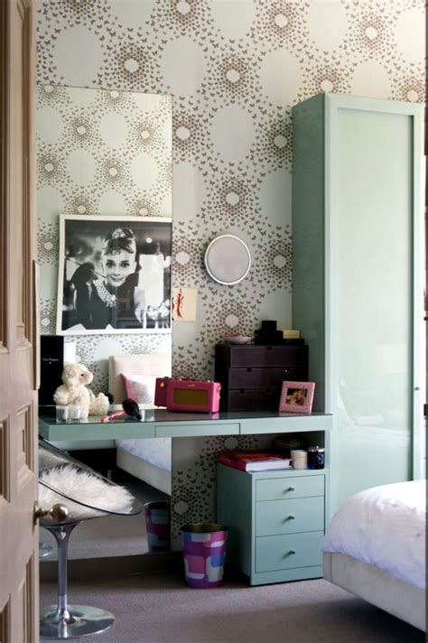 patterned paper  painted poster  audrey hepburn interior design ideas ofdesign