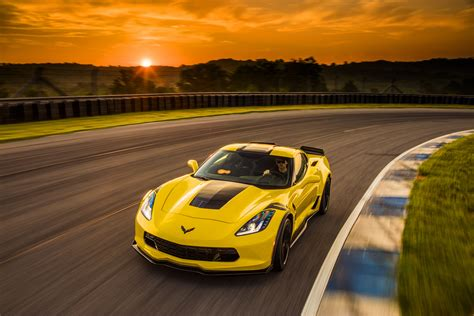 chevrolet corvette   dodge viper srt compare cars