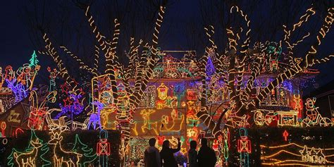 extravagant christmas house lights