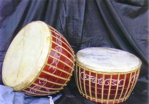 Terbuat dari bambu yang berasla dari daerah nias. 50+ Nama Alat Musik Tradisional Indonesia, Gambar, Cara Memainkan