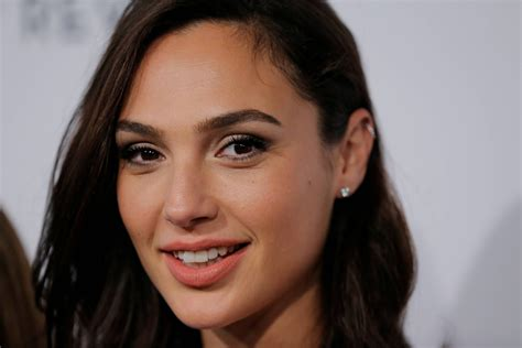 gal gadot smile hd celebrities  wallpapers images