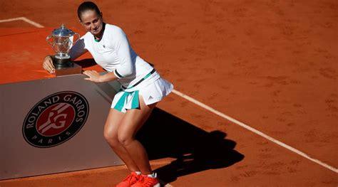 Simona Halep : My idol is Justine Henin and Federer - YouTube