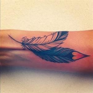 Tatouage Plume Poignet : plume pointe coeur tatouage femme poignet tatouage femme ~ Melissatoandfro.com Idées de Décoration