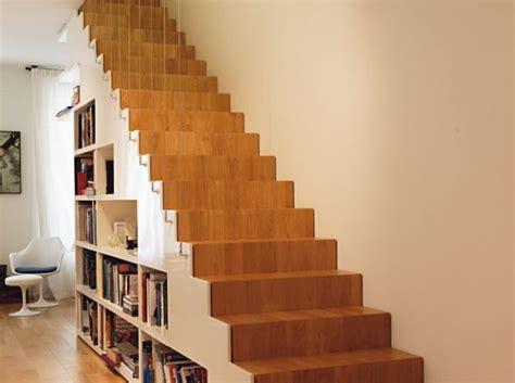escalier droit en chene avec bibliotheque bureau