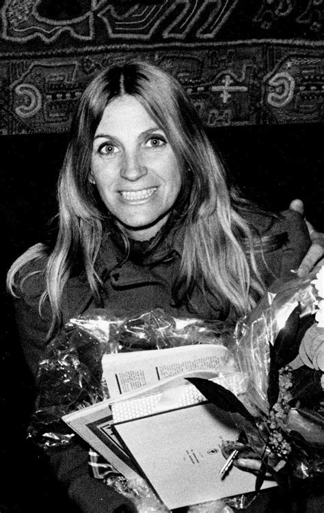 Skeeter davis was around 28 years old when her first singled charted. Skeeter Davis Photos
