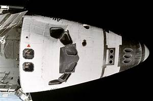 What are the two openings above the Shuttle's cockpit ...