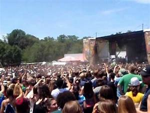Crazy wall of death mosh pit during Chiodos at MD Warped ...
