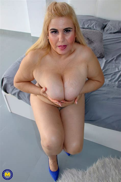 Huge Boobs Mature Blonde