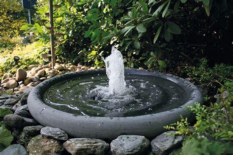 Garten Springbrunnen Aus Stein gartenbrunnen materialien gartenbrunnen