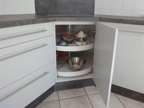 cuisine avec plaque de cuisson en angle simple plan de travail angle cuisine cuisine ailhon cuisine menuiserie agencement with angle