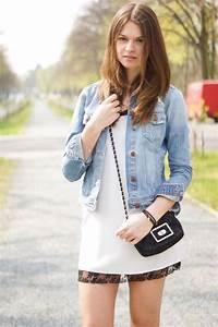 Kleid Mit Jeansjacke : 4 days 4 ways wie tr gt man eine jeansjacke 1 ~ Frokenaadalensverden.com Haus und Dekorationen