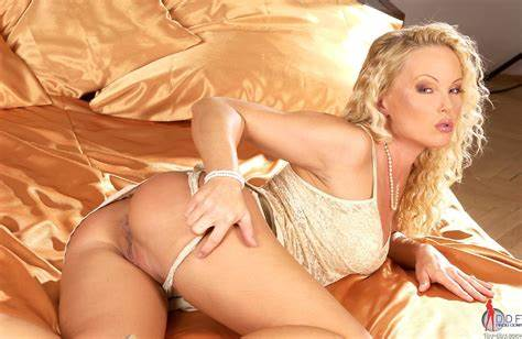 Classy Lezbi Plays Maniacs Fascinating Curly Silvia Saint Flashing And Fun With A Vibrator