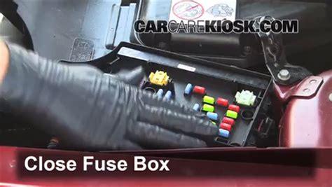 control de fusible interior en jeep patriot