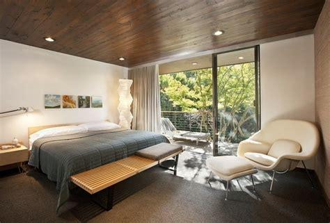 chambre avec lambris bois lambris mural en bois dans la chambre en 27 bonnes idées