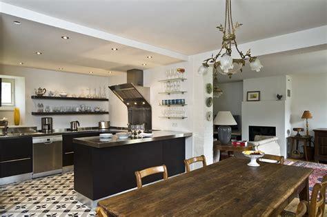 cuisines et bains magazine cuisine blottie dans l 39 alcôve cuisines et bains