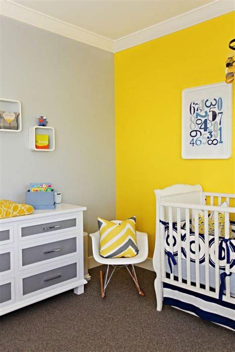 chambre b b autour de b b les 25 meilleures idées concernant chambres de bébé jaune