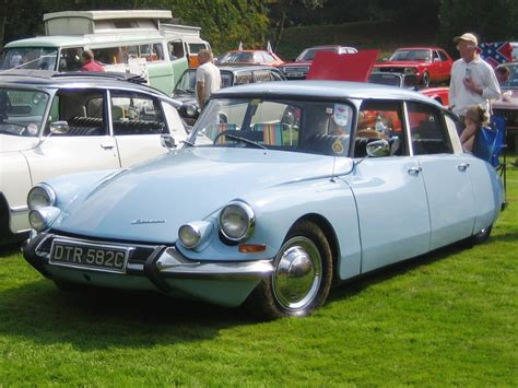 Citroen Ds 19 Series 2.jpg