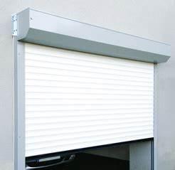 Porte de garage isolation avec joints lateraux rollmotion for Porte de garage enroulable avec blinder une porte