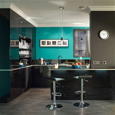 peinture cuisine bleu cuisine moderne peinture bleu lagon et meubles noir meuble noir peinture bleu et cuisine moderne