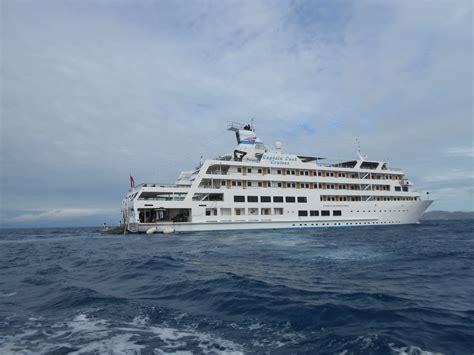 Endeavour cruise ship