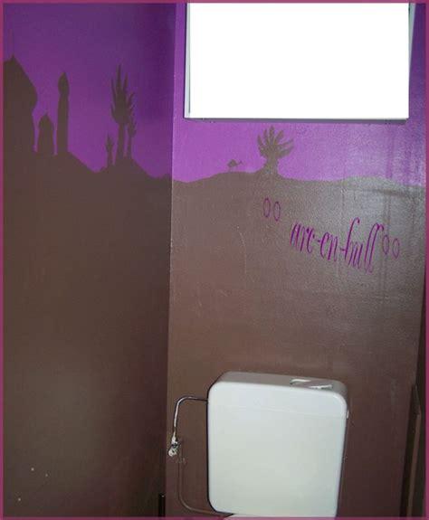peinture murale toilettes  couloir arc en bull