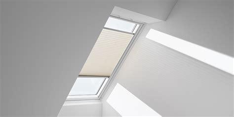 store pour fen 234 tre de toit velux dans une salle de bain trouvez le store id 233 al pour une salle