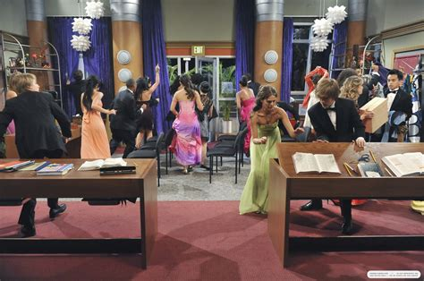 the suite on deck stills 3x21 prom zoey