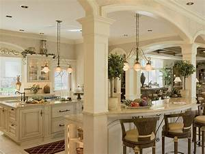 Colonial kitchens hgtv for Kitchen cabinet trends 2018 combined with papier imprime