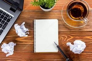 Bureau Table Bureau Avec Pc Papier Froiss Coupe