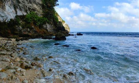 pantai tembeling objek wisata tersembunyi  nusa penida bali