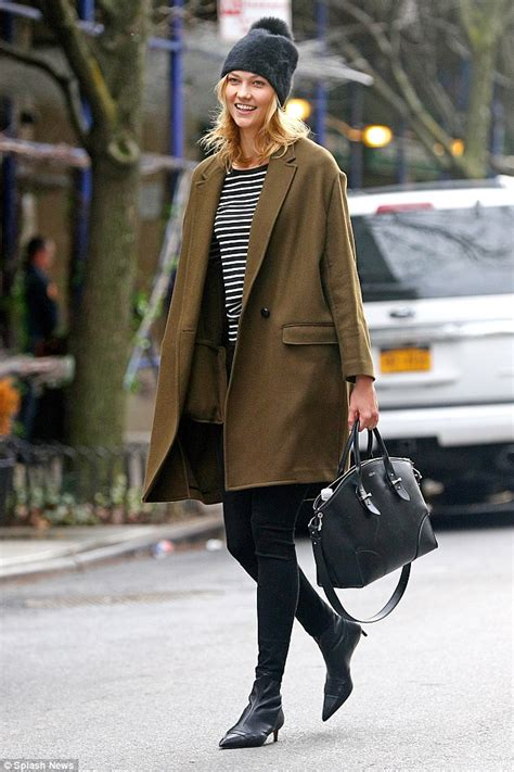 Karlie Kloss Goes Make Free Show Off Natural Beauty