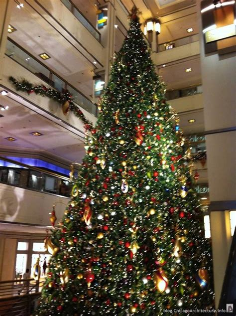 christmas tree at 900 north michigan avenue chicago