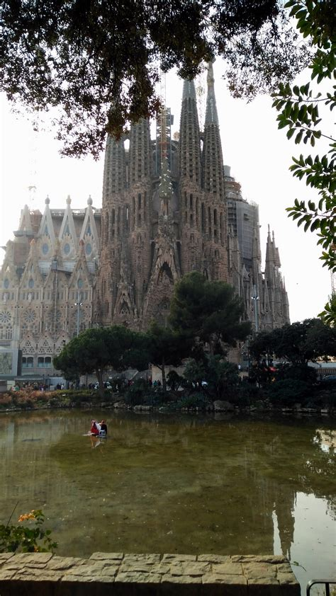 park gueell la sagrada familia barcelona visions  travel