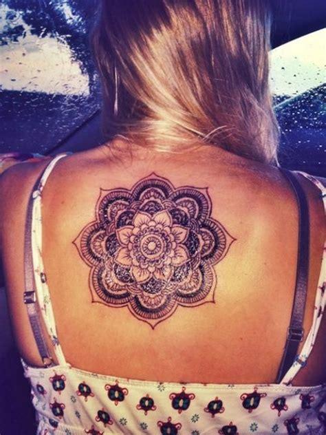 tatuagem feminina nas costas  incriveis inspiracoes
