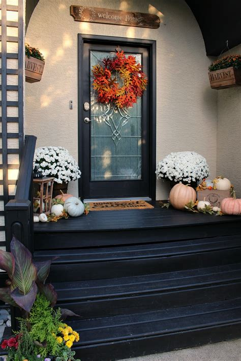 18 Fabulously Inspiring Fall Front Porches  The Happy Housie