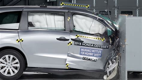Minivans Crash Test by Insurance Institute For Highway Safety Finds Mixed Results