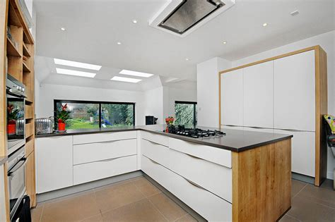 21 Neat Black And White Lshaped Kitchens  Home Design Lover