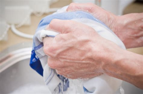 how to handwash clothes how to wash clothes without a washing machine video