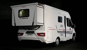 Le Camping Car : camping car le slide out arri re des adria compact sc et sl youtube ~ Medecine-chirurgie-esthetiques.com Avis de Voitures
