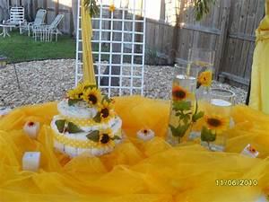 Diaper Cakes!: Baby shower! Sunflower Diaper Cake!