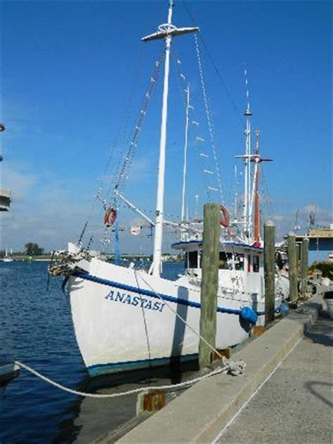 Boat Rs Near Tarpon Springs Fl by Sponge Capital Of The World Picture Of Tarpon Springs