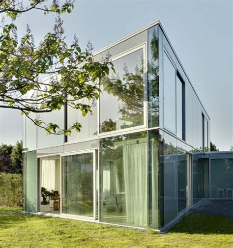 elegant glass house      minimalist design