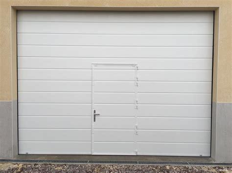 porte sectionnelle blanche avec portillon dim 4200x3200mm portech