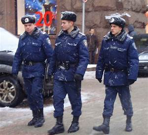 File:Ukrainian Policemen in central Kiev.jpg - Wikimedia ...